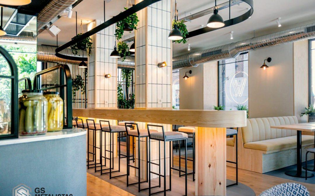 La carpintería metálica toma protagonismo en el restaurante Saladier